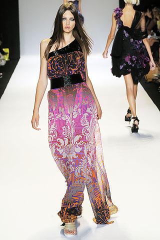 Georgina Stojilkovic viste la otra prenda en tonos más vivos