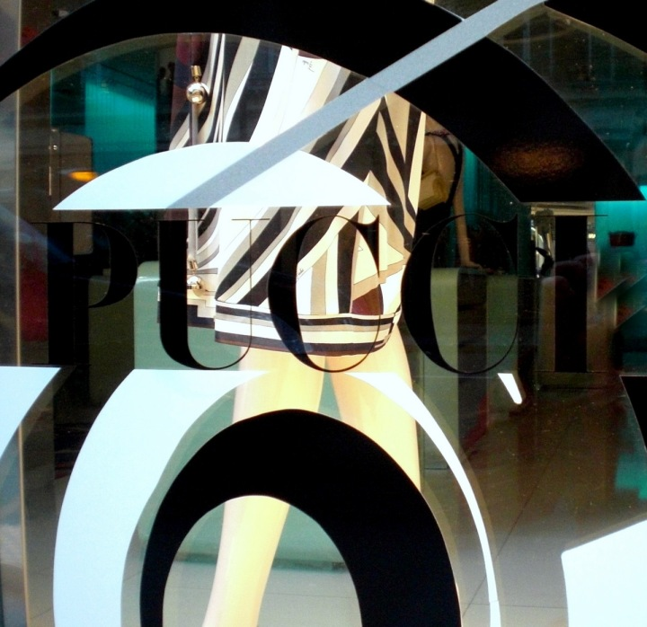 Emilio Pucci Window Display Escaparatismo Gifitting